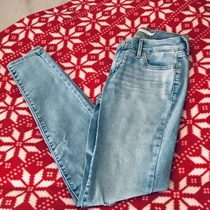 Levis 716 size 26 distressed super skinny jeans